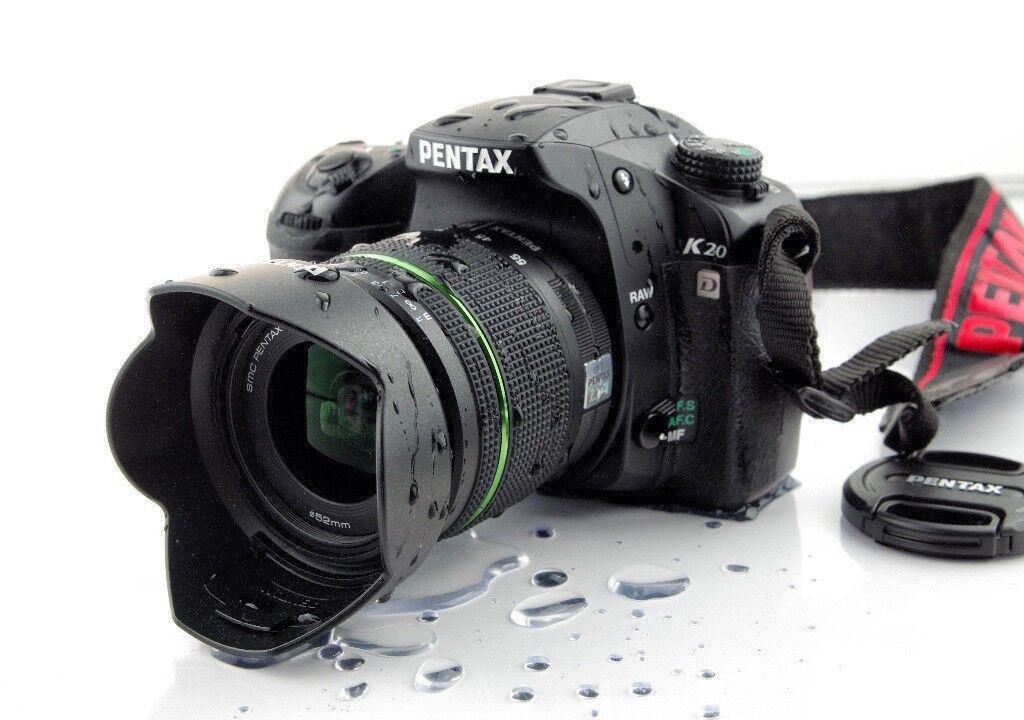 Как сформулировать фотоаппарат на черном небе стол