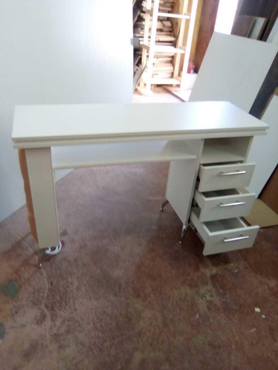 Маникюрные столы - купить маникюрный стол недорого